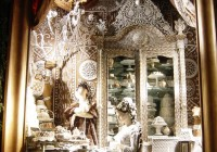Bergdorf-Goodman-Window-Decoration-812x1024